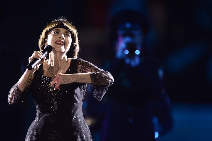 """""""Cenię niezwykłą aurę, która otacza Mireille Mathieu. Moim marzeniem jest nagrać z nią 'La Vie en Rose' w duecie"""" - powiedziała Lady Gaga po spotkaniu z 70-letnią ikoną francuskiej piosenki."""
