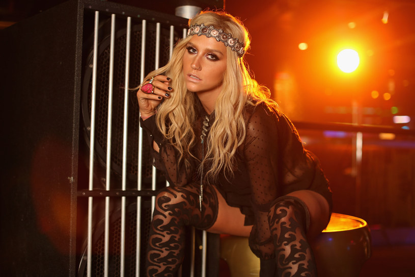Wydaje się, że 2-letnia batalia pomiędzy wokalistką i producentem dobiegła końca. Kesha wycofała ostatni pozew przeciwko Dr. Luke'owi z sądu w Los Angeles, w którym oskarżała twórcę o molestowanie oraz znęcanie się psychiczne i fizyczne.