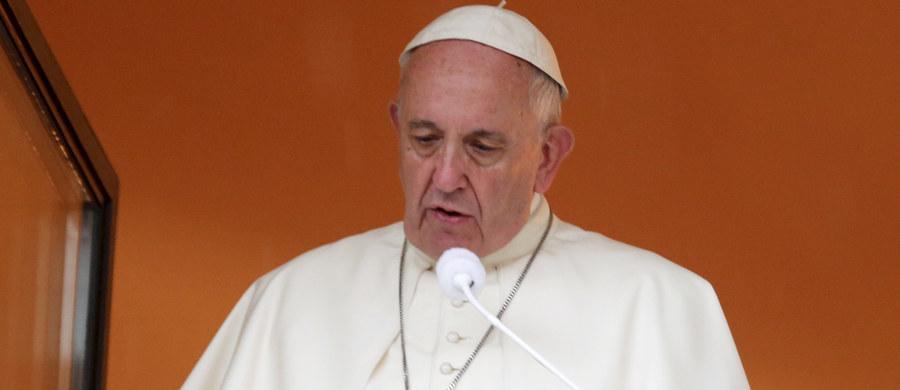 """Papież Franciszek w przesłaniu po śmierci kardynała Franciszka Macharskiego napisał, że jako metropolita krakowski z mądrością przewodził on Kościołowi w tym mieście """"w niełatwych czasach politycznych i społecznych transformacji, z mądrością, ze zdrowym dystansem do rzeczywistości, dbając o poszanowanie godności każdego człowieka"""". Zauważył też, że słowa """"Jezu, ufam Tobie!"""", będące jego biskupim zawołaniem, stało się """"dewizą jego życia i pasterskiej posługi""""."""