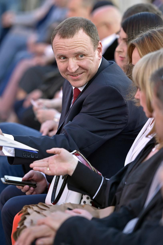 Jacek Kurski został we wtorek, 2 sierpnia, odwołany z funkcji prezesa TVP. Kandydatką na jego tymczasową następczynię była Małgorzata Raczyńska, ale ostatecznie Kurski do 15 października utrzyma stanowisko szefa Telewizji Polskiej.