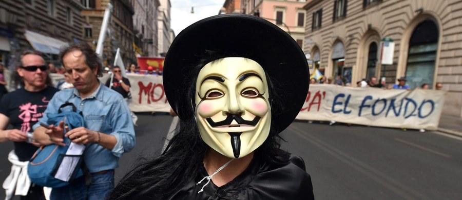 W proteście przeciw ustawie pozwalającej na zamykanie nielegalnych portali hazardowych hakerzy z grupy Anonymous zaatakowali strony internetowe firm należących do czeskiego ministra finansów Andreja Babisza - potwierdziło jedno z przedsiębiorstw.
