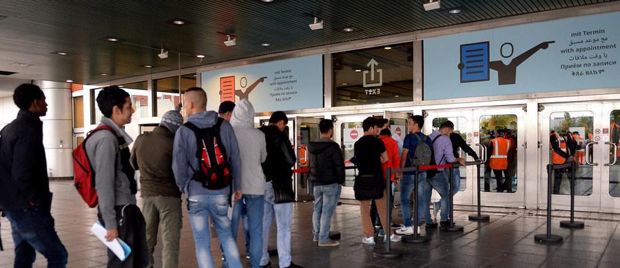 Przyjęcie migrantów do Czech może stworzyć spore ryzyko ataków terrorystycznych w kraju - powiedział rzecznik czeskiego prezydenta Jiri Ovcacek. Według niego, prezydent Milos Zeman uważa, że napływ migrantów do Europy jest kompletnie niekontrolowany.
