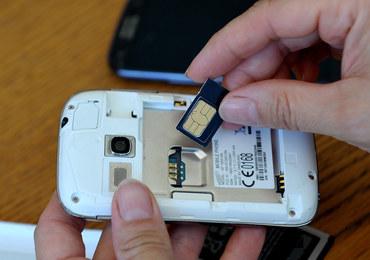Uwaga na oszustów! Próbują wyłudzić dane przy okazji rejestracji kart SIM