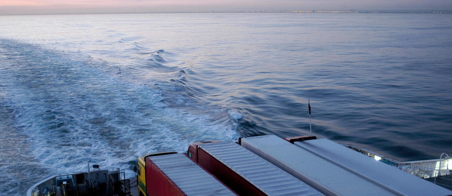 Brytyjska komisja parlamentarna domaga się wprowadzenia patroli marynarki wojennej na kanale La Manche. Miałyby one chronić Wyspiarzy przed atakami terrorystycznymi. Zdaniem parlamentarzystów, flota okrętów patrolowych, jaką dysponuje straż graniczna jest niewystarczająca - dowiedział się korespondent RMF FM Bogdan Frymorgen.