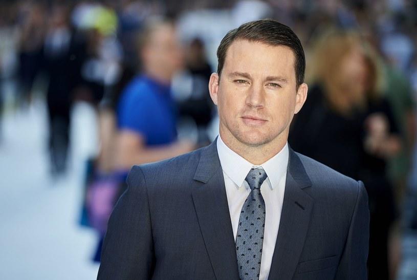 """Channing Tatum zagra zakochaną syrenę w remake'u komedii fantasy """"Plusk"""" Rona Howarda. Partnerować będzie mu Jillian Bell (""""Gęsia skórka"""")."""