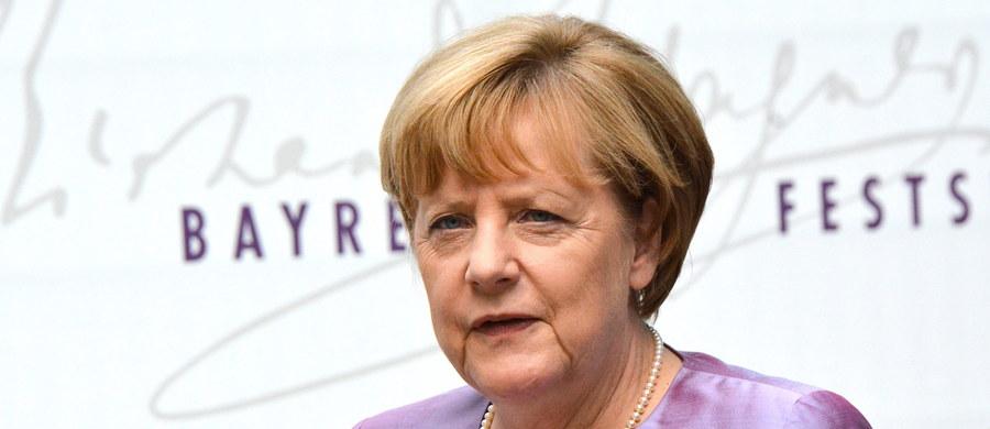 """Większość Niemców nie wini ekspansywnej polityki w sprawie uchodźców prowadzonej przez rząd Angeli Merkel za ostatnie ataki islamistów - wynika z sondażu, który w czwartek ukaże się w tygodniu """"Stern""""."""