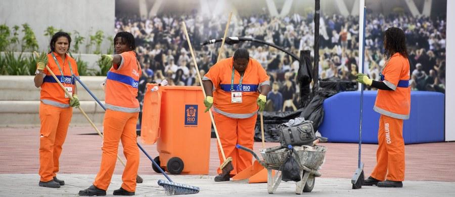 """Do wioski olimpijskiej w Rio de Janeiro docierają kolejne grupy polskich sportowców i... zabierają się za sprzątanie. """"Mopy są tak oblężone, że trudno się do nich dopchać. My czekamy już dwa dni"""" – powiedziała tenisistka Paula Kania."""