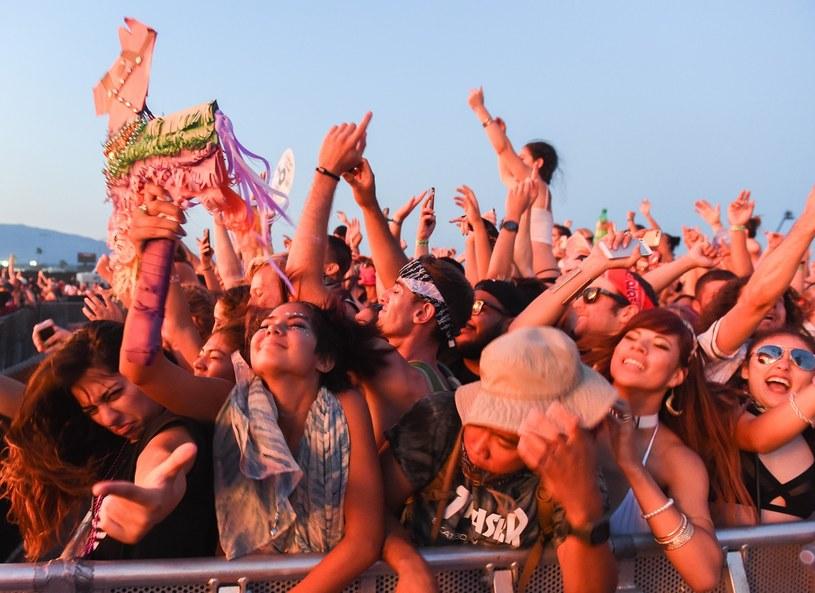 Policja z miasta Fontana w Kalifornii potwierdziła śmierć trzech osób na lokalnym festiwalu muzycznym.