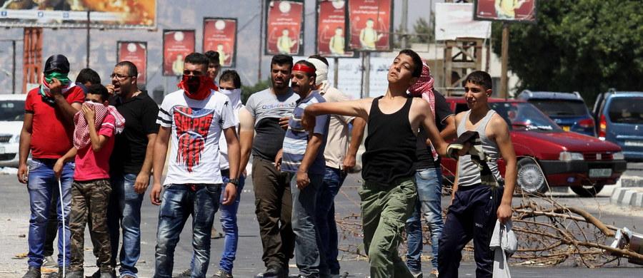 Premier Autonomii Palestyńskiej Rami Hamdallah potępił nową ustawę izraelskiego parlamentu zezwalająca na wtrącanie do więzienia również Palestyńczyków, którzy dokonali aktów terroru zanim ukończyli 14. rok życia.