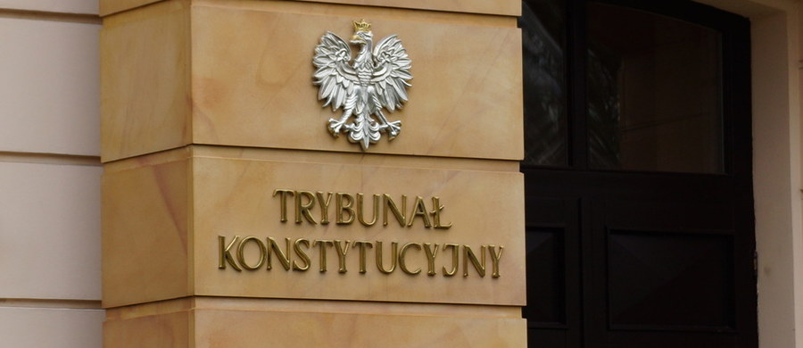 Klub PiS pracuje nad zmianą w przepisach, która ma doprowadzić do ograniczenia przywilejów sędziów Trybunału Konstytucyjnego. M.in. mogą oni zostać pozbawieni uposażenia po przejściu w stan spoczynku lub może ono zostać znacząco ograniczone.