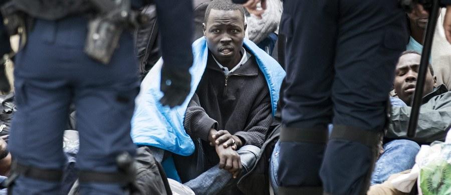 W obawie przed zamachami francuskie władze zwiększyły środki bezpieczeństwa w rejonie wielkiego obozowiska uchodźców w Calais. Służby specjalne obawiają się, że islamscy terroryści mogą ukrywać się wśród koczujących tam imigrantów - dowiedział się korespondent RMF FM Marek Gładysz.