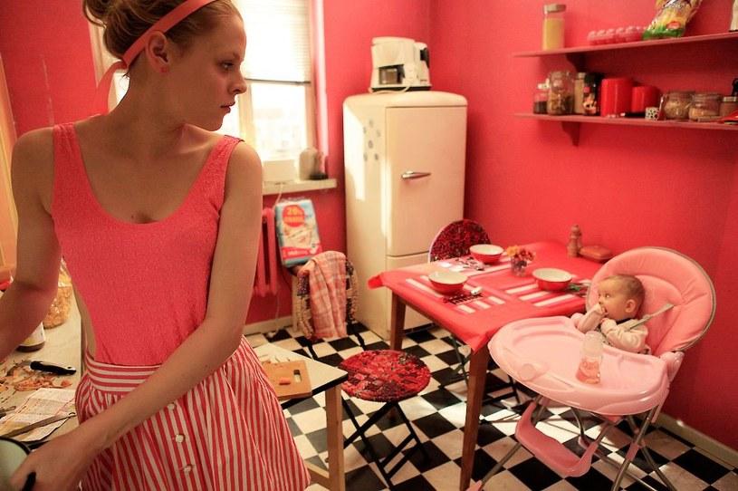 """W komedii """"Złe mamuśki"""" Jona Lucasa i Scotta Moore'a - na ekranach kin od 5 sierpnia - bohaterki nie stanowią dobrego wzoru dla swoich dzieci. Nudne życie rodzinne urozmaicają alkoholem, w supermarkecie urządzają dziką imprezę, a na deser organizują domówkę, którą cała okolica będzie pamiętać przez wiele, wiele lat. W historii kina bywały jednak znacznie trudniejsze przypadki - oto najgorsze filmowe matki wszech czasów."""
