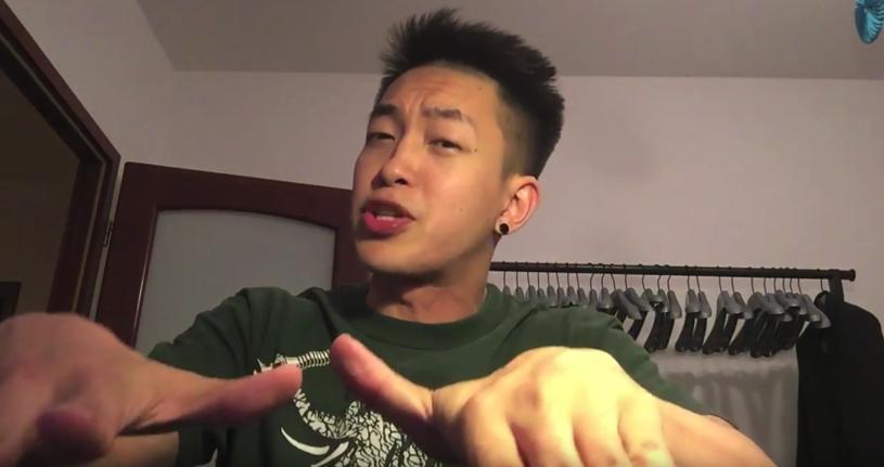 Ten filmik podbija internet - zobacz, jak pochodzący z Singapuru Dharni uczy beatboxu!
