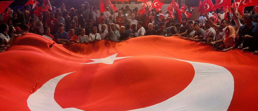 Adwokaci mieszkającego w USA islamskiego kaznodziei Fethullaha Gulena powiedzieli w piątek, że obawiają się ataków na jego życie. Turcja, która oskarża go o inspirowanie nieudanego puczu z 15 lipca, domaga się jego wydania przez Stany Zjednoczone.