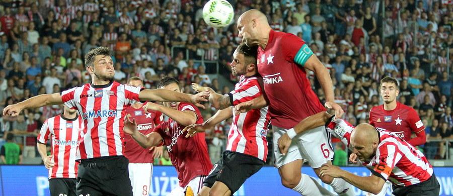 Cracovia w 192. piłkarskich derbach Krakowa w piątkowy wieczór pokonała na swoim stadionie Wisłę 2:1.