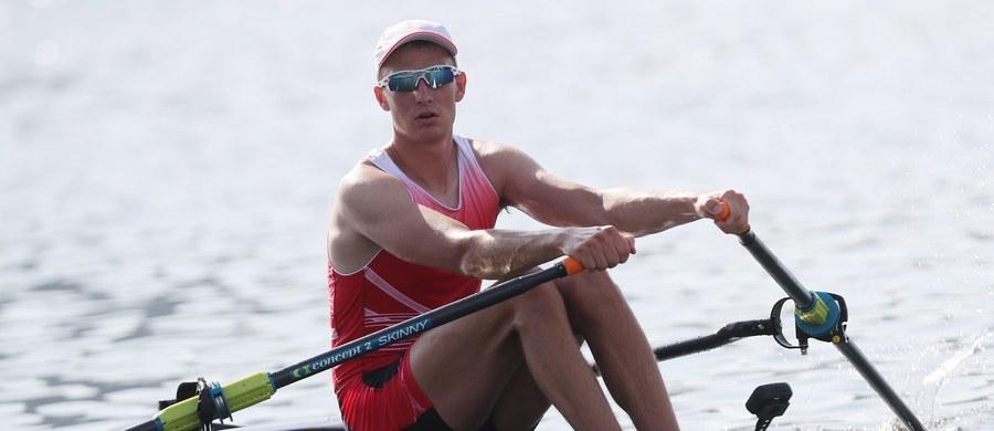 Natan Węgrzycki-Szymczyk awansował do ćwierćfinału olimpijskich regat wioślarskich w Rio de Janeiro w konkurencji jedynek. Polak z czasem 7.12,43 zajął w swoim biegu eliminacyjnym drugą lokatę. Wygrał Belg Hannes Obreno (7.09,06).