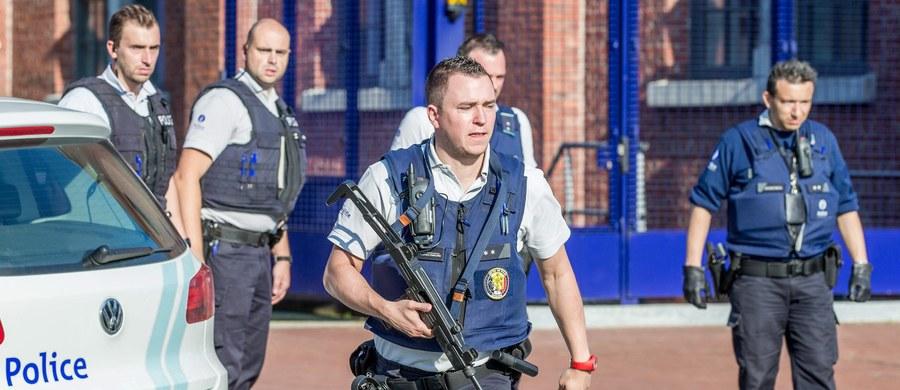 """Napastnik z maczetą zaatakował policjantki w belgijskim mieście Charleroi - donoszą lokalne media. Dwie funkcjonariuszki zostały ranne. Mężczyzna w trakcie ataku miał krzyczeć """"Allahu akbar"""". """