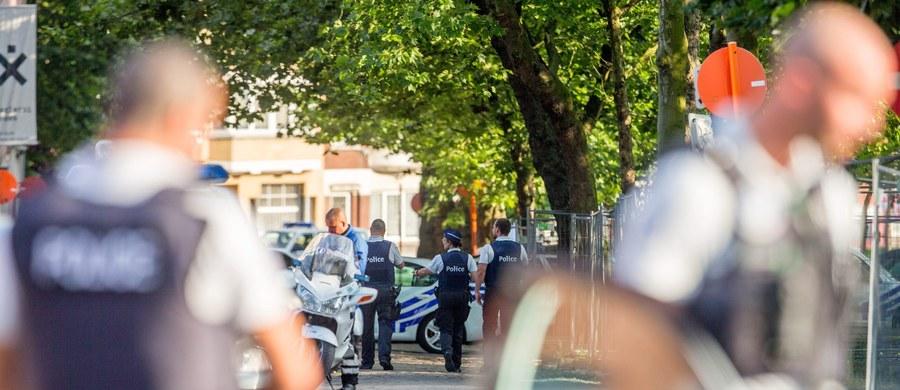 Poziom alertu bezpieczeństwa w Belgii pozostaje bez zmian - oświadczył premier tego kraju Charles Michel po dzisiejszym posiedzeniu Rady Bezpieczeństwa Narodowego. Ta zebrała się w trybie pilnym po tym, jak wczoraj napastnik maczetą zaatakował w Charleroi dwie policjantki.