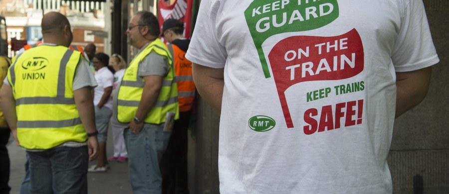 Brytyjski przewoźnik Southern odwołał od poniedziałku setki pociągów w Londynie i całej południowo-wschodniej Anglii. Strajk, najdłuższy od 1968 r., zaczął się o godz. 00:01 czasu lokalnego w poniedziałek, ma zakończyć się o godz. 23:59 w piątek - podała BBC.