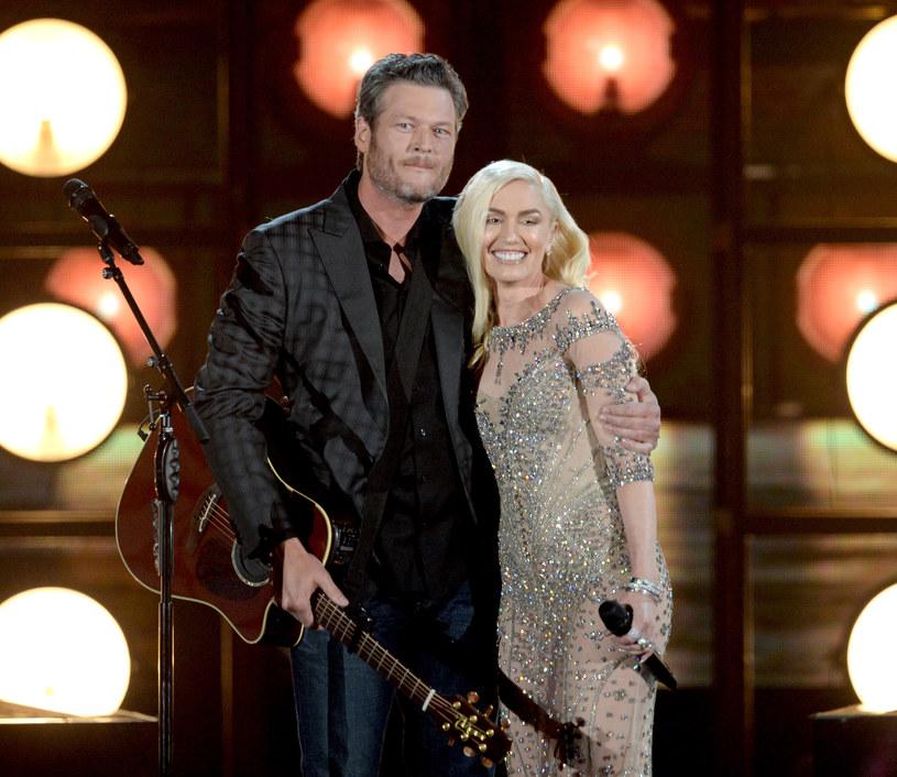 """Amerykański wokalista, gwiazda muzyki country, gitarzysta i kompozytor Blake Shelton, tworząc dla Gwen Stefani piosenkę """"Go Ahead and Break My Heart"""" chciał jej zaimponować. Jego zdziwienie było niemałe kiedy okazało się, że zwrotka napisana przez samą Stefani była o wiele lepsza od jego części!"""