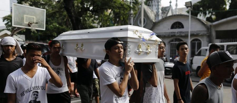 Departament Stanu USA wyraził zaniepokojenie z powodu pozasądowych egzekucji na Filipinach, gdzie według przedstawicieli władz od zaprzysiężenia prezydenta Rodrigo Duterte policja zabiła ponad 400 domniemanych dilerów narkotyków.