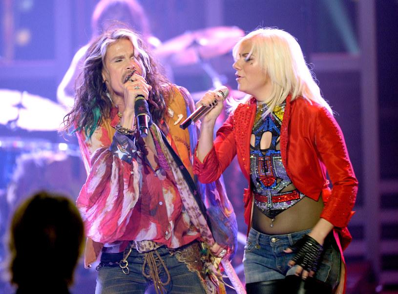"""Jax, 20-letnia finalistka """"American Idol"""", ujawniła, że walczy z rakiem tarczycy."""