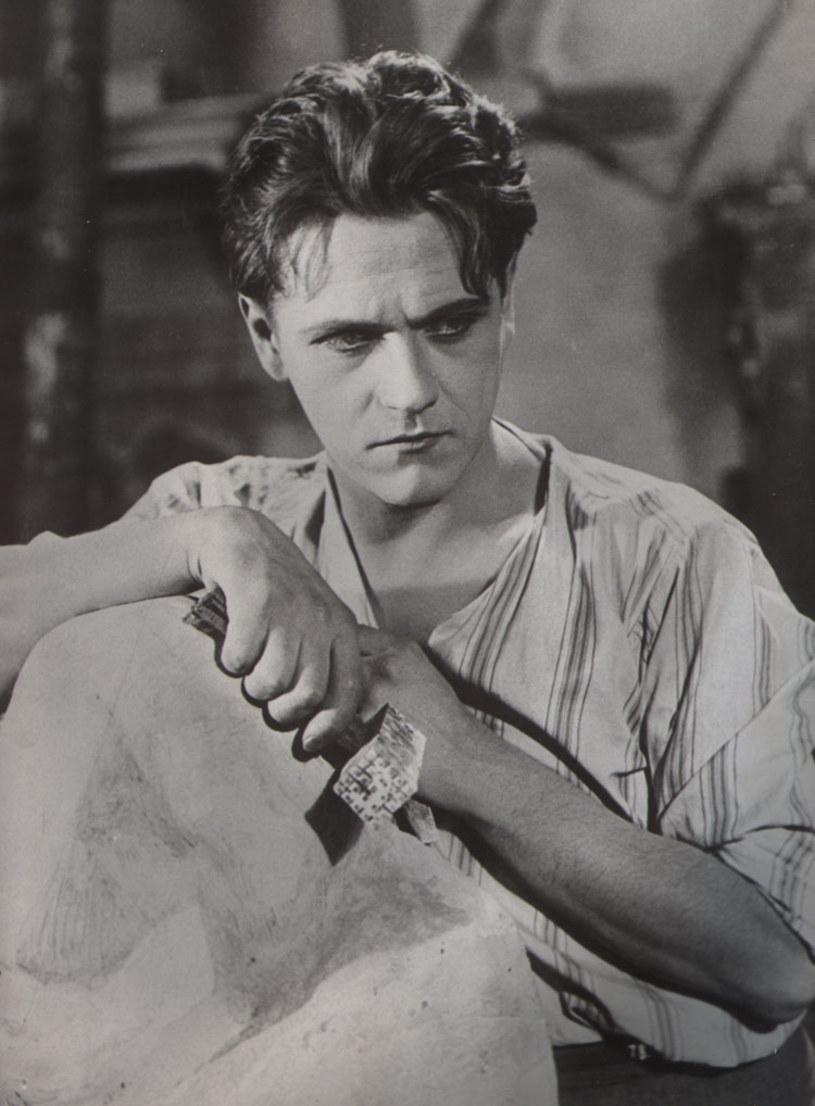 """Podczas zdjęć do filmu """"Amerykańska awantura"""" (1936) Eugeniusz Bodo odwiedził Nowy Jork. Historia, jaka mu się tam przytrafiła, jest być może ciekawsza od fabuły produkcji, w której występował."""