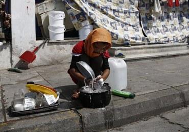 Imigranckie bandy handlowały żywnością i odzieżą, którą dostawały od organizacji charytatywnych
