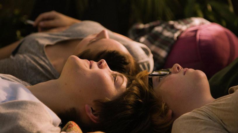 """9 września na ekrany polskich kin trafi szwedzki dramat """"Nastolatki"""". To odważna opowieść o dojrzewaniu, przyjaźni i zmaganiu się z własnymi lękami."""