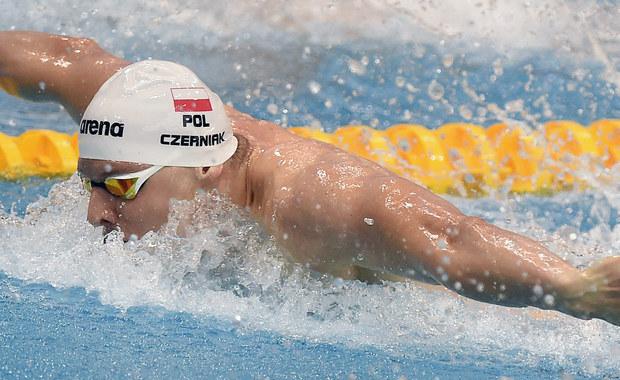 """Konrad Czerniak nie wystartował w eliminacjach zawodów pływackich na 100 m stylem dowolnym przez błąd formalny. """"Prawo do startu w igrzyskach olimpijskich odebrał mi ktoś z PZP przez 'niedopatrzenie', 'pomyłkę'"""" - napisał sportowiec na Facebooku."""