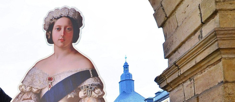 Haftowane pończochy królowej Wiktorii sprzedane na aukcji. Osiągnęły sumę 220 funtów. Będą ozdobą kolekcji pamiątek po brytyjskiej monarchini. Ich nabywca postanowił pozostać anonimowy.