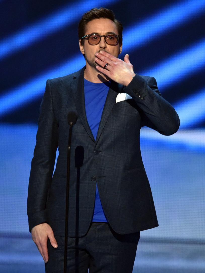 Tom Hiddleston założył konto na Instagramie. Swojego kolegę postanowił powitać w mediach społecznościowych inny aktor, Robert Downey Jr., który zrobił sobie żart ze związku Hiddlestona z amerykańską wokalistką, Taylor Swift.