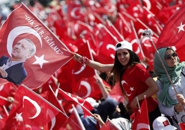 Turcja oburzona zarzutem o wspieranie islamistów, Berlin łagodzi konflikt