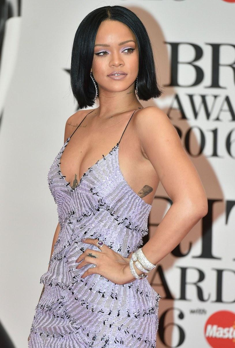 """Rihanna i Anne Hathaway to kolejne aktorki, które zasiliły obsadę filmu """"Ocean's Eight"""".  Film Gary'ego Rossa (""""Igrzyska śmierci"""")  ma być kobiecą odpowiedzią na film """"Ocean's Eleven: Ryzykowna gra""""."""