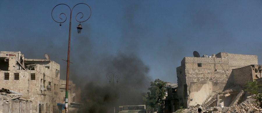 Ponad 250 tys. mieszkańcom Aleppo grozi śmierć jeśli nie ustaną ataki lotnicze - napisało w liście do prezydenta USA Baracka Obamy ostatnich 29 lekarzy, jacy pozostali w tym syryjskim mieście. Zaapelowali oni o niezwłoczne wprowadzenie strefy zakazu lotów nad Aleppo.