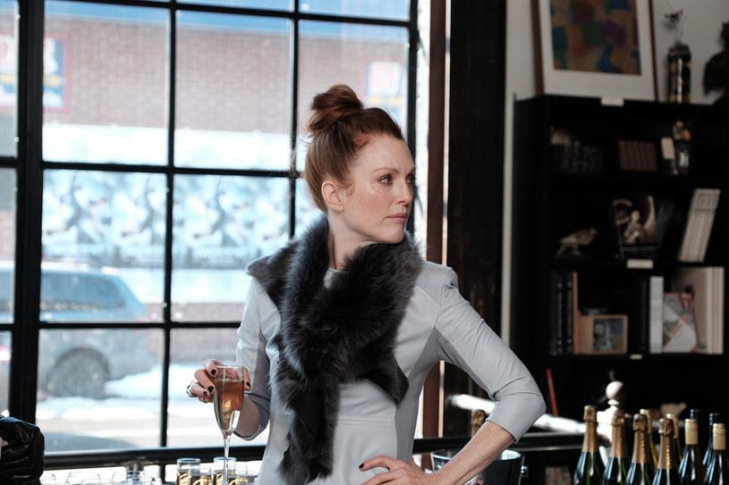 """W filmie """"Plan Maggie"""" Julianne Moore wciela się w rolę kobiety hetery, duńskiej profesorki, która pomimo podłego charakteru dla miłości jest w stanie zrobić wszystko!"""