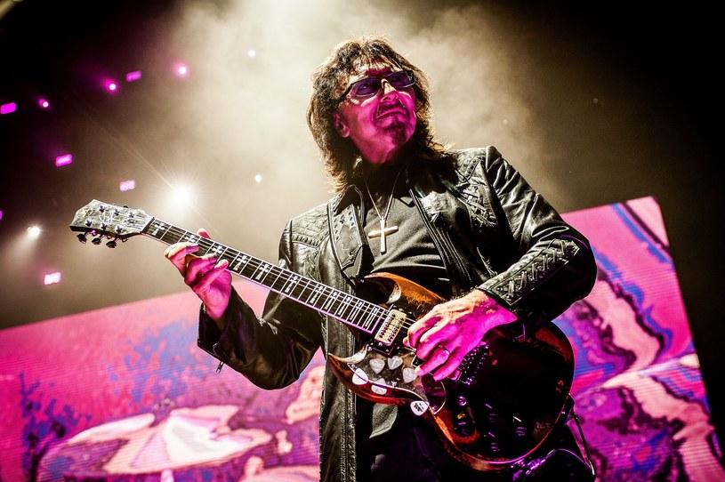 """Gitarzysta Black Sabbath w wywiadzie dla """"Birmingham Mail"""" oznajmił, że wygrywa walkę z rakiem i jego stan jest dobry."""