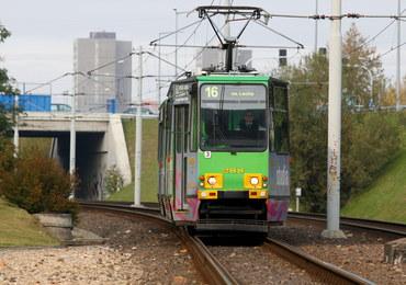 Poród na przystanku tramwajowym. Motornicza podwiązała pępowinę... sznurkiem od parasola