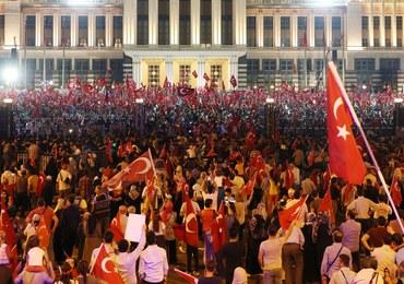 Po próbie puczu w Turcji zatrzymano już ponad 35 tys. ludzi