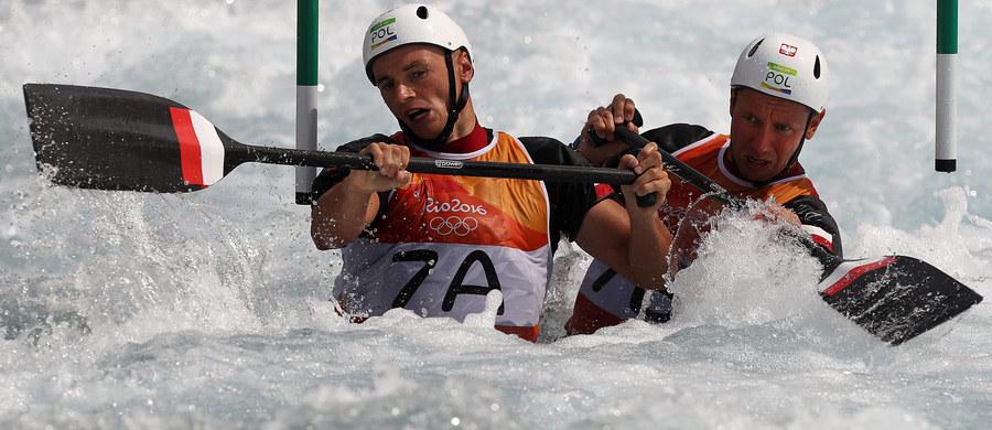 Kajakarze górscy Piotr Szczepański i Marcin Pochwała zajęli piąte miejsce w slalomie C2 w igrzyskach olimpijskich w Rio de Janeiro. Złoty medal wywalczyli Słowacy Ladislav i Peter Skantarowie.