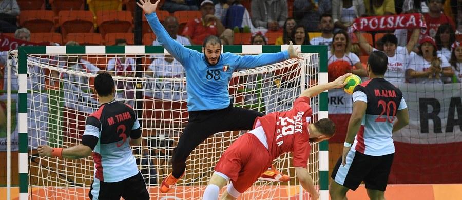 Polska wygrała z Egiptem 33:25 (16:10 do przerwy) w swoim trzecim meczu grupy B turnieju olimpijskiego piłkarzy ręcznych w Rio de Janeiro. To pierwsze zwycięstwo biało-czerwonych w Brazylii. Ich kolejnym rywalem będzie Szwecja, a na zakończenie fazy grupowej - Słowenia.