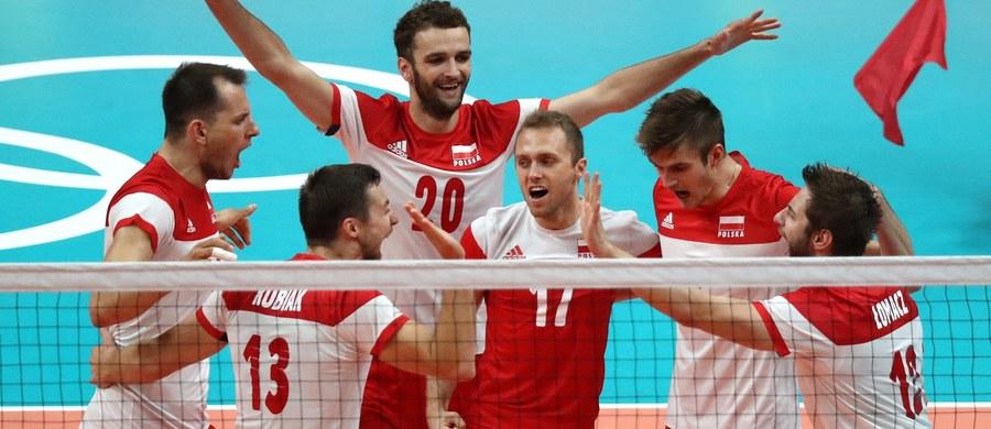 Polscy siatkarze wygrali z Argentyńczykami 3:0 (25:21, 25:19, 37:35) w swoim trzecim meczu w grupie B w turnieju olimpijskim w Rio de Janeiro i zapewnili sobie awans do ćwierćfinału. Wcześniej biało-czerwoni pokonali Egipcjan 3:0 oraz Irańczyków 3:2.