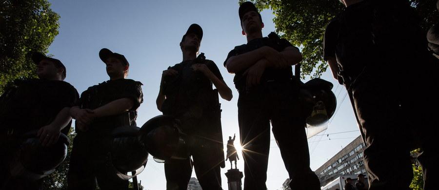 Służba Bezpieczeństwa Ukrainy (SBU) podała, że w Charkowie zatrzymano czterech domniemanych członków dżihadystycznego Państwa Islamskiego. Dwóch z nich już wydalono z kraju. Kolejnych dwóch podejrzanych o związki z ISIS zatrzymano w Dniprze i Kijowie.