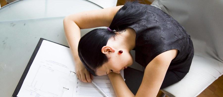 """Długi, leniwy weekend tuż tuż. Dziś jednak swoje """"święto"""" mają pracoholicy, czyli wszyscy uzależnieni od pracy."""