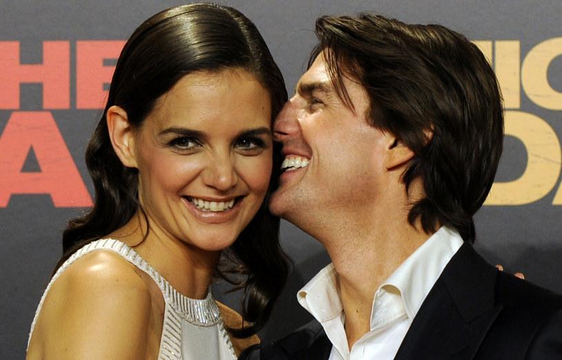 Każdy, kto choć trochę interesuje się kinem, wie, kim jest Tom Cruise. Bo trudno nie znać aktora, który zagrał w 45 filmach. I to jakich! Gwiazdor wygrywa też różne rankingi, między innymi na najlepiej ubranego aktora. Ale choć kariery i sławy można mu pozazdrościć, gorzej bywa z życiem prywatnym.