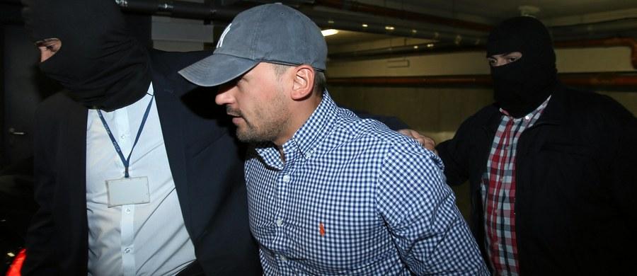Krakowski sąd apelacyjny przedłużył o kolejne trzy miesiące areszt dla Marcina Dubienieckiego. Adwokat jest podejrzany o kierowanie grupą przestępczą, wyłudzenie 14,5 mln zł z PFRON i pranie brudnych pieniędzy. Areszt przedłużono do 11 listopada.
