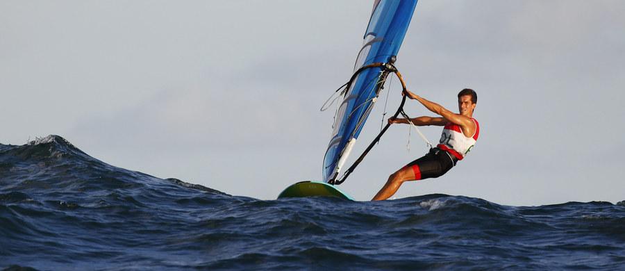 Przed szansą wywalczenia brązowego medalu igrzysk olimpijskich w Rio de Janeiro stanie dziś Piotr Myszka (AZS AWFiS Gdańsk). Rywalizujący w deskowej klasie RS:X żeglarz przed ostatnim wyścigiem zajmuje trzecie miejsce.