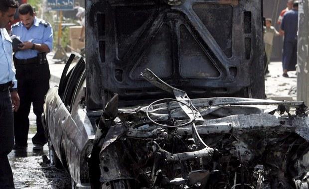 Tureckie władze podały, że w wyniku eksplozji samochodu pułapki, jaki miał miejsce w poniedziałek przed komisariatem policji niedaleko miasta Diyarbakir w południowo-wschodniej części kraju, zginęło sześć osób, a 25 jest rannych. Odpowiedzialnością za zamach Ankara obarczyła rebeliantów z Partii Pracujących Kurdystanu (PKK). Wśród zabitych są policjanci, cywil i dziecko. Ankara przypomina, że do ataku doszło w rocznicę wybuchu powstania PKK przeciwko Turcji. 15 sierpnia 1984 roku przeprowadzono w tym samym czasie zamachy w miastach Eruh i Semdinli, których celem były tureckie siły bezpieczeństwa.