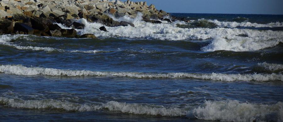 """W poniedziałek wieczorem zakończono aktywne poszukiwania jachtu """"Zefir"""", który zatonął na Morzu Bałtyckim. Jeśli nastąpią jakiekolwiek przesłanki, aby wznowić akcję - zrobimy to - powiedziała rzeczniczka Morskiego Ratowniczego Centrum Koordynacyjnego w Gdyni Mirosława Więckowska. """"Zefir"""" zatonął w niedzielę przed północą. Zgłoszenia służbom ratunkowym dokonał potrzebujący pomocy członek załogi. Wysyłając sygnał SOS był już w wodzie."""