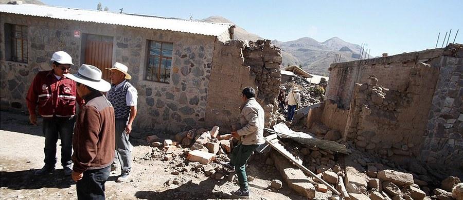 Co najmniej cztery osoby zginęły, a 52 zostały ranne w wyniku trzęsienia ziemi, które nawiedziło południową część Peru. Zawaliło się co najmniej 120 domów. Trzęsienie ziemi miało siłę 5,3 w skali Richtera